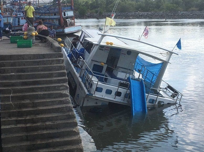 Boat carrying a Bangkok school group sinks at Koh Tao pier | News by The Thaiger