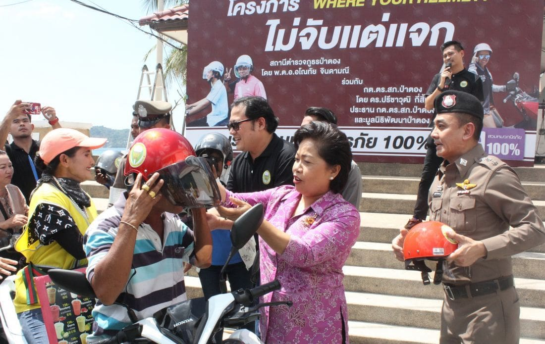 500 free helmets to be handed out to motorbike drivers before Songkran | The Thaiger