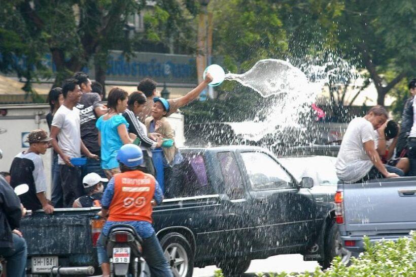 รอง ผบ.ตร.สรุปให้ สงกรานต์ปีนี้เล่นน้ำท้ายกระบะได้ แต่มีข้อแม้ว่า.... | News by The Thaiger
