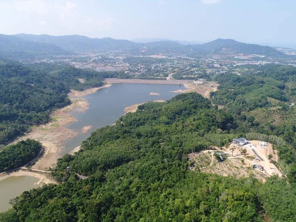 Mystery luxury house found under construction overlooking Bang Wad Dam in Kathu | News by The Thaiger