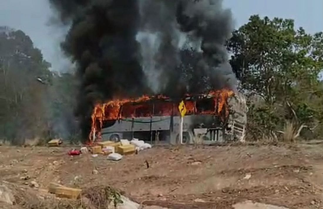 Chiang Mai to Chiang Rai coach bursts into flames – VIDEO | The Thaiger