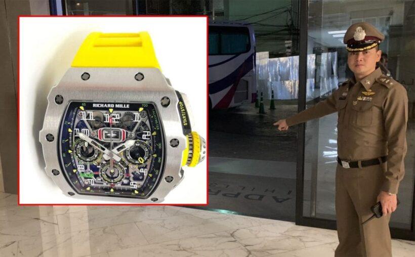 โจรแสบ! หลอกไฮโซขอซื้อนาฬิกาหรูราคา 5 ล้าน ก่อนชักปื่นขู่ วิ่งหลบหนีไป | The Thaiger