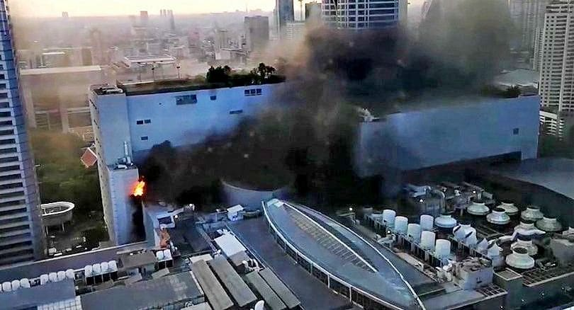 Three people reported dead, others injured, 100s flee blaze at Central World Hotel Bangkok | News by The Thaiger