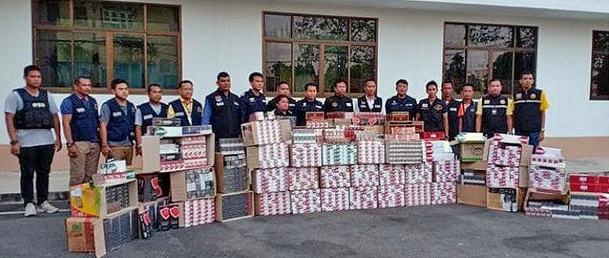 Pattani smuggler arrested with over 10,000 packets of illegal cigarettes | News by The Thaiger