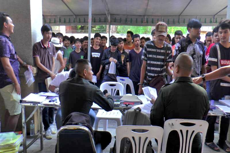 """""""Nong Gee"""" turns heads at Koh Samui military conscription 