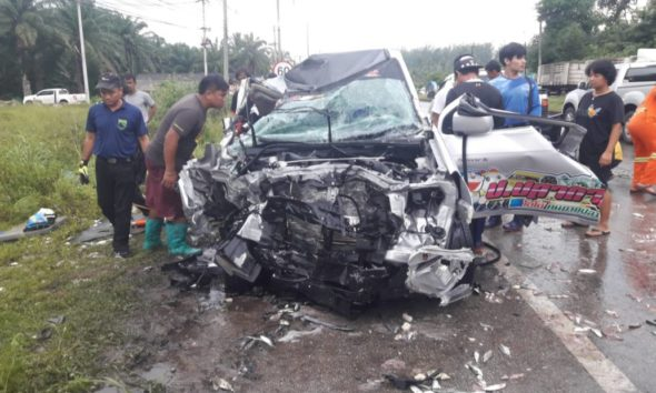Three injured in fresh seafood pickup accident in Krabi | The Thaiger