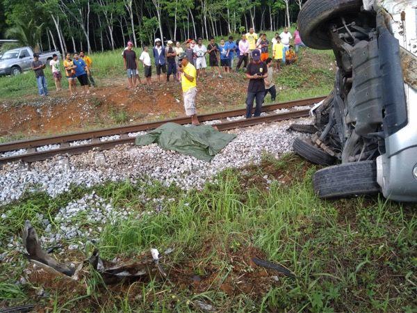 กระบะตัดหน้ารถไฟสังเวย 3 ศพที่สุราษฎร์ฯ | The Thaiger