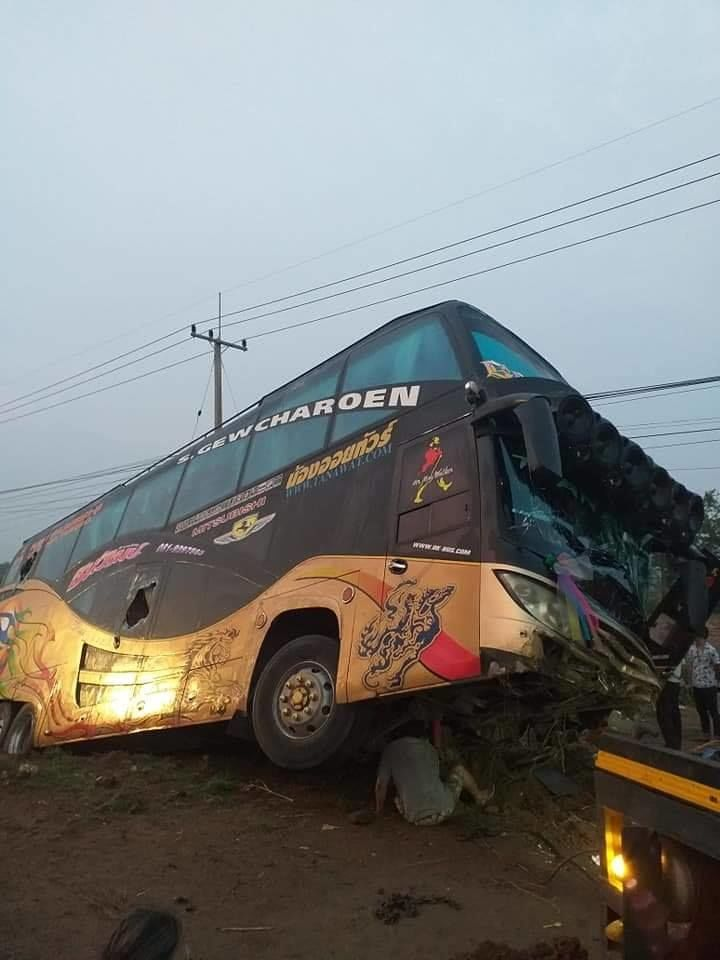 21 injured in Nakhon Sawan bus accident | News by The Thaiger