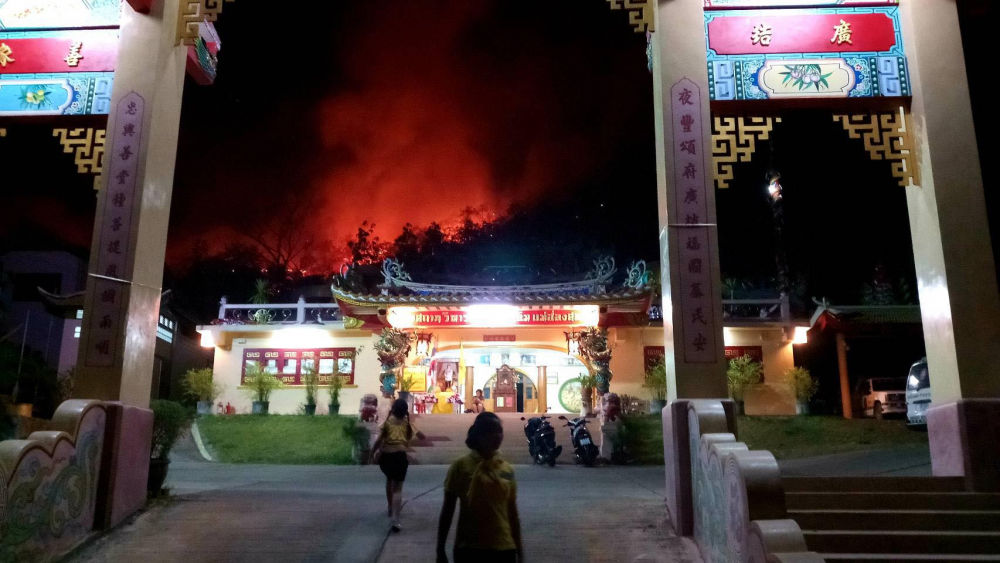Forest fires very close to a revered shrine in Mae Hong Son | The Thaiger