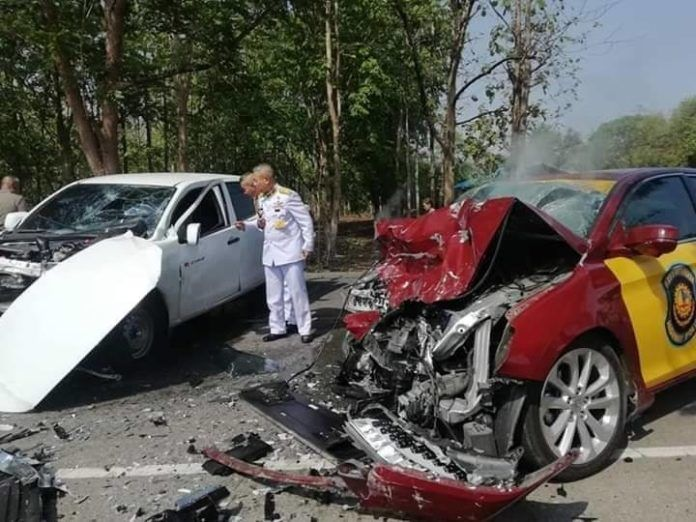 Police and passenger die in Phitsanulok collision | The Thaiger