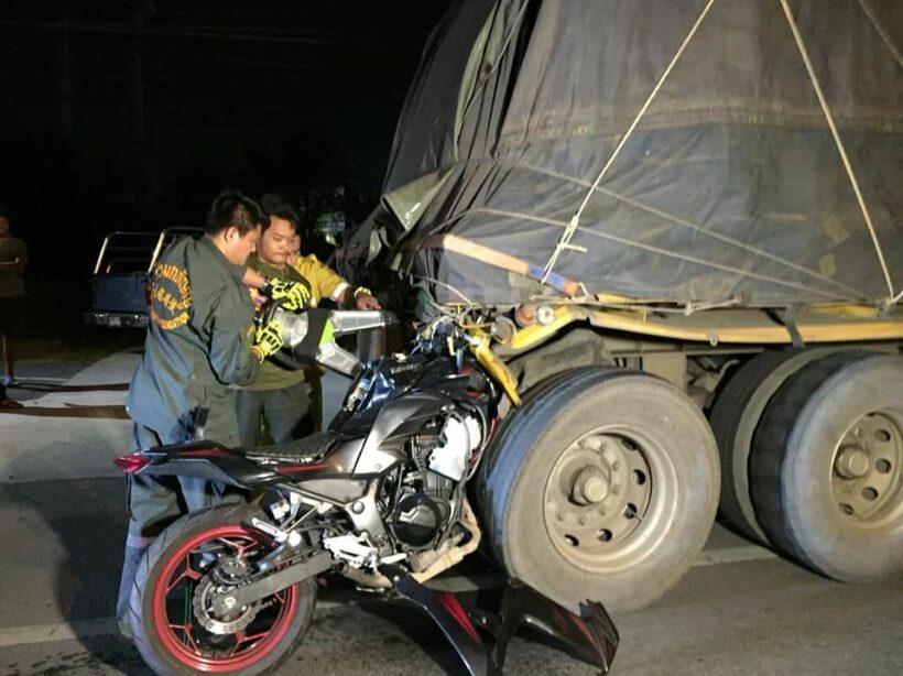 Motorbike driver dies after smashing into trailer truck in Samut Prakan | The Thaiger