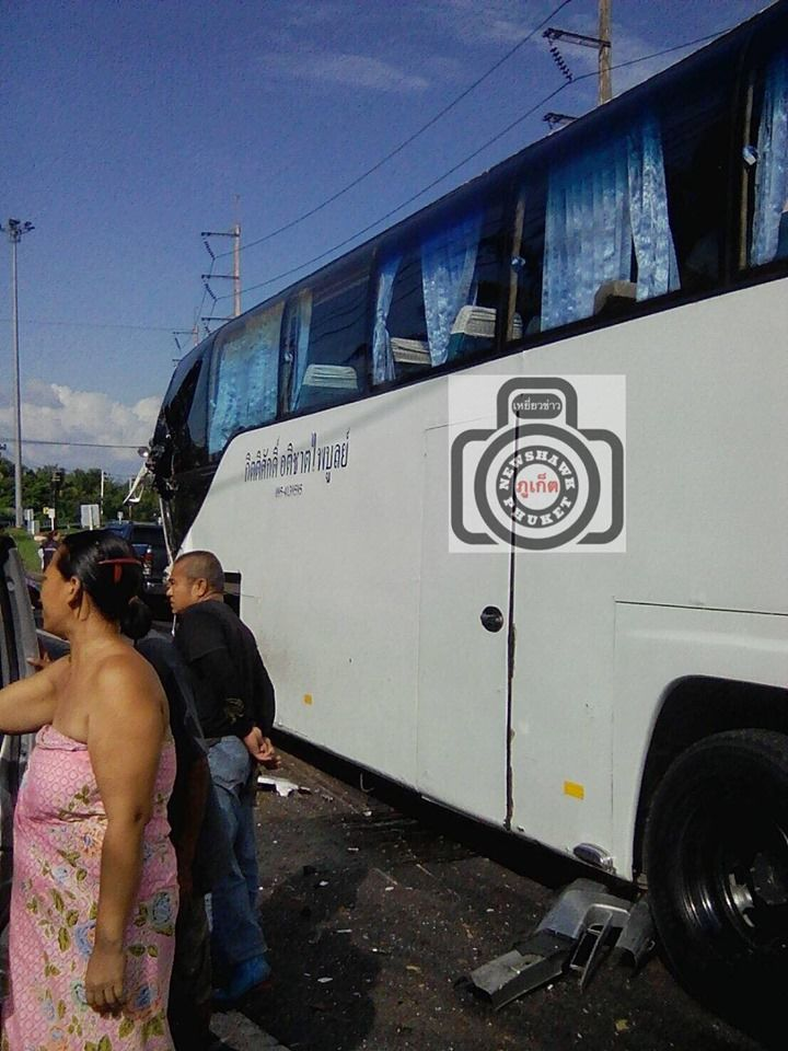 One dead, many injured in Phang Nga bus crash | News by The Thaiger