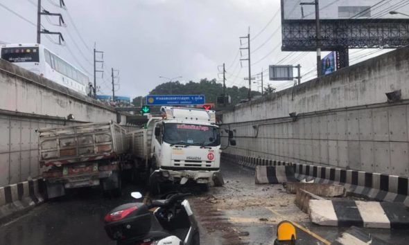 No injury as trailer truck loses control in Phuket Darasamut Underpass – VIDEO   The Thaiger