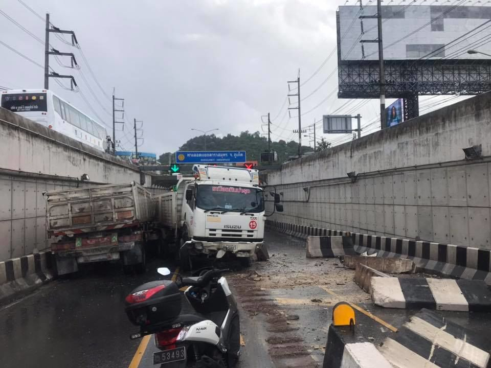 No injury as trailer truck loses control in Phuket Darasamut Underpass – VIDEO | The Thaiger