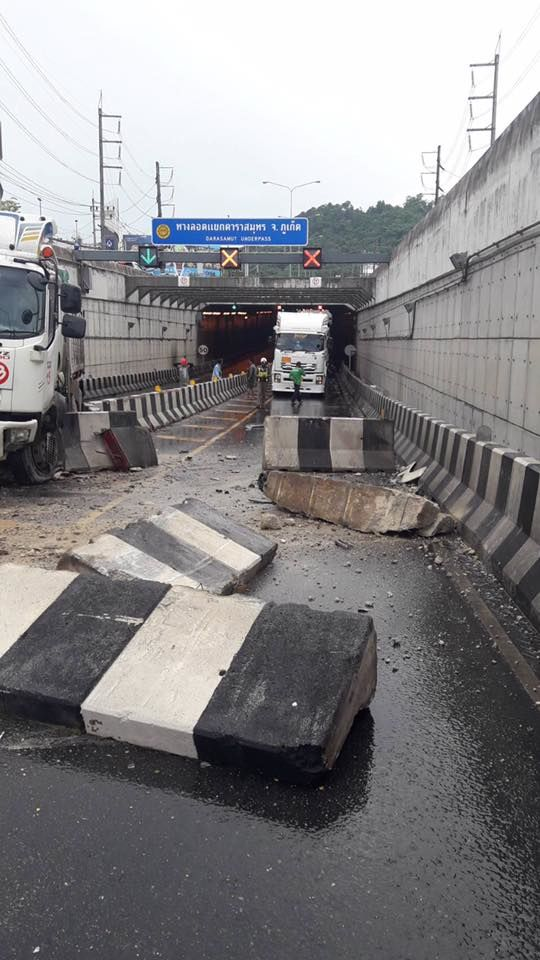 No injury as trailer truck loses control in Phuket Darasamut Underpass - VIDEO | News by The Thaiger