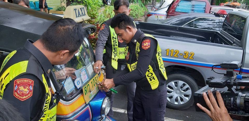 Bangkok tuk-tuk driver is caught after over-charging three American tourists | News by Thaiger