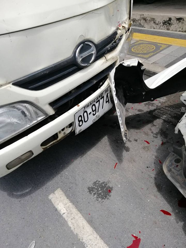 Six vehicles damaged, one person injured, as truck swipes parked cars in Phuket | News by Thaiger