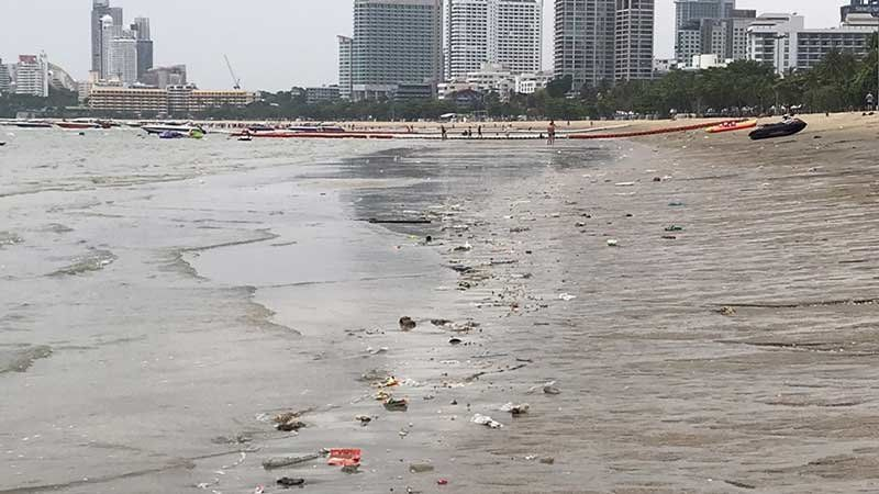 """""""The water is black and horrible"""" - Pattaya Beach 
