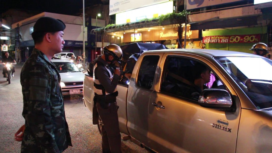 Police and drug courier injured in shootout at Chiang Mai checkpoint | The Thaiger
