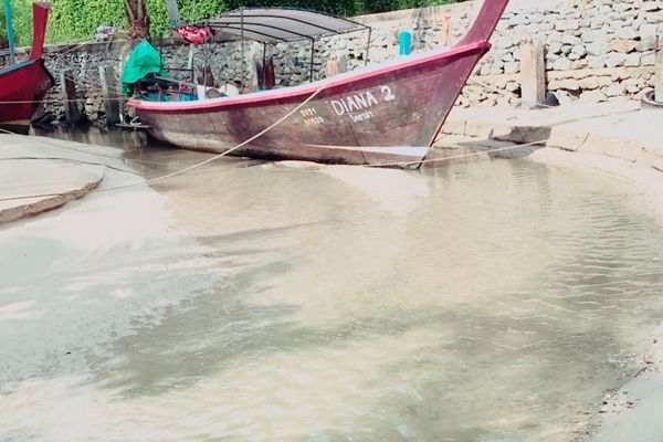 Water temporarily cleared in Bang Tao Canal, business operators to be checked | News by The Thaiger