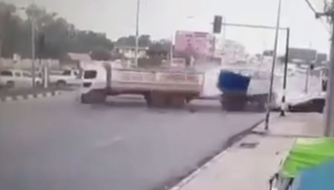 One dead, one injured after trailer truck runs red light in Chachoengsao – VIDEO | The Thaiger