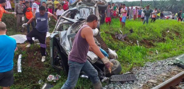 กระบะตัดหน้ารถไฟสังเวย 3 ศพที่สุราษฎร์ฯ | News by The Thaiger