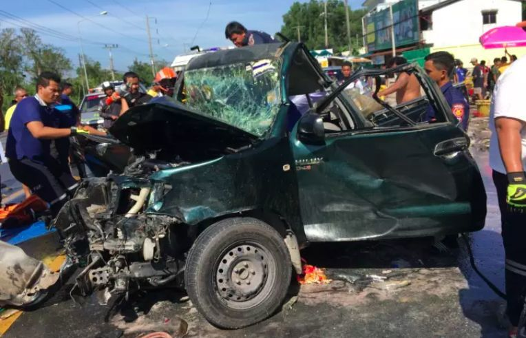 Woman killed, nine injured in seven-vehicle pileup in Nakhon Si Thammarat | News by The Thaiger