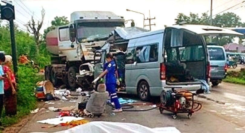 Head-on collision kills five, injures three in Khon Kaen | The Thaiger