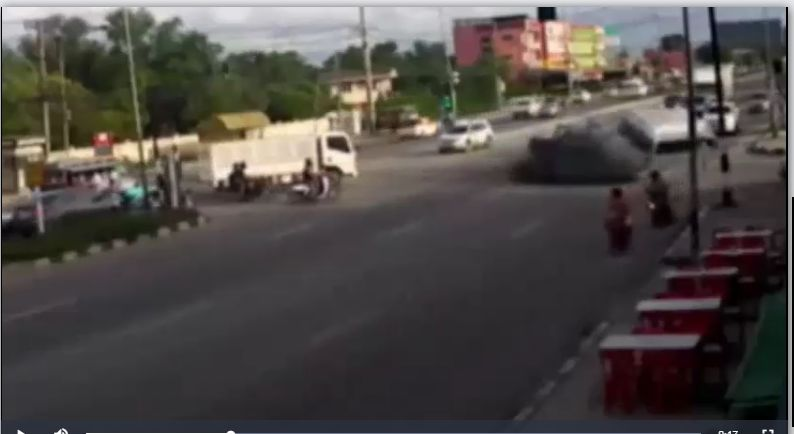 13 students injured in minivan/pickup collision in Chachoengsao – VIDEO | The Thaiger
