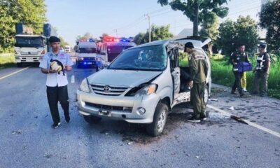 อุบัติเหตุสลด ลูกชายขับรถหลับในชนต้นไม้ พ่อแม่ดับคู่ | The Thaiger