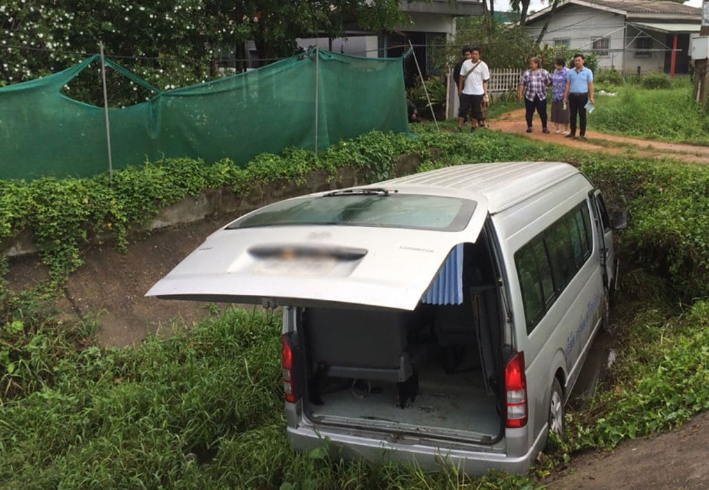 Van driver and nine passengers injured in Songkhla van accident   The Thaiger