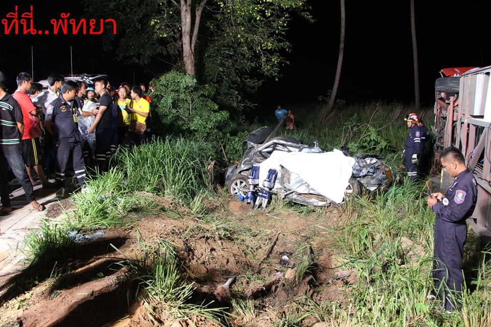 One dead, seven injured as car collides with bus in Chon Buri | The Thaiger