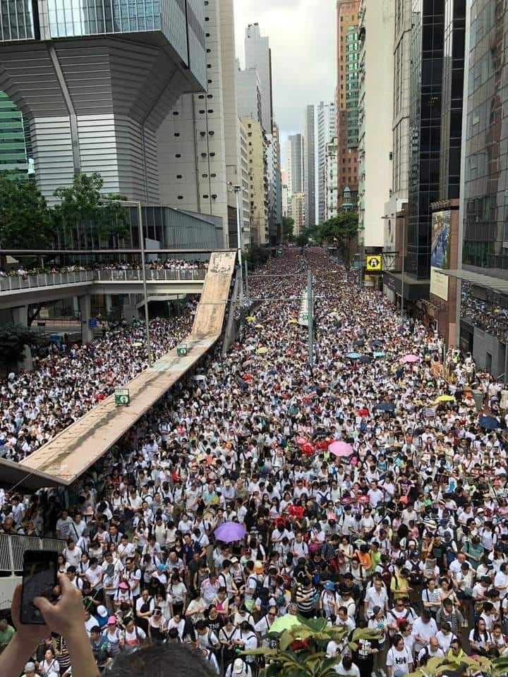 One million come out to protest in Hong Kong over China's new extradition law | The Thaiger