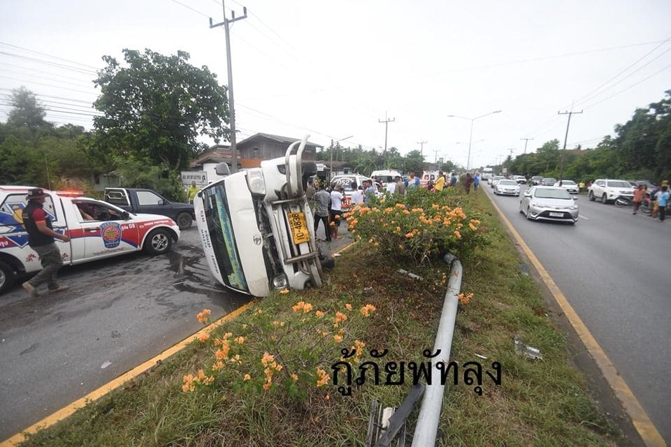 17 survive as minivan flips over in Phattalung, southern Thailand | News by Thaiger
