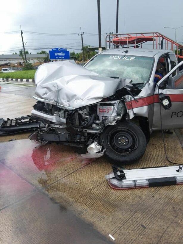 One injured in Krabi crash between police pickup and Samui-Phuket bus | News by The Thaiger