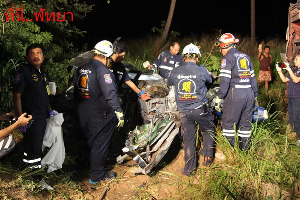 One dead, seven injured as car collides with bus in Chon Buri | News by The Thaiger