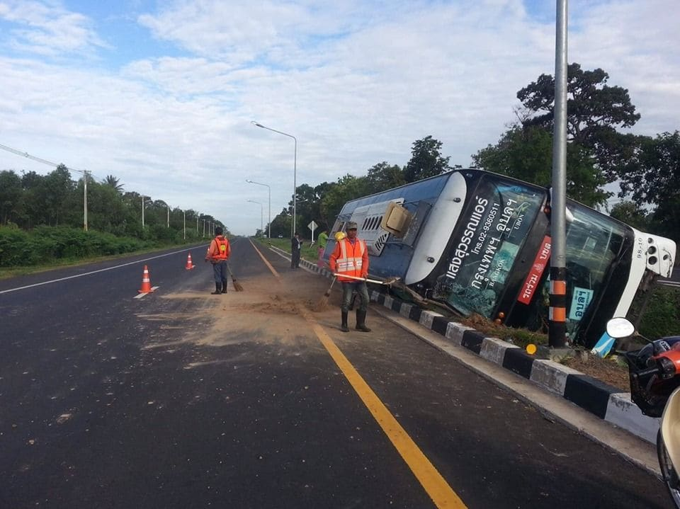 Seven injured after bus rolls over in Sisaket bus incident | News by The Thaiger