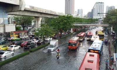 Bangkok tackles heavy rain in the lead up tonight's peak hour   The Thaiger