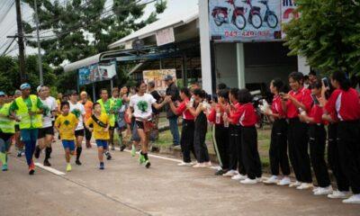 ยอดบริจาค 2 วัน 'ตูน บอดี้สแลม' วิ่งก้าวคนละก้าวภาคอีสาน ทะลุ 54 ล้านบาท | The Thaiger
