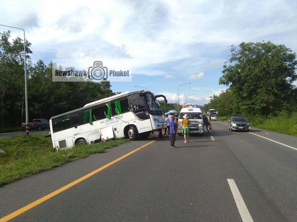 Four Chinese passengers injured in Phang Nga as wheel comes off tour bus - VIDEO | News by Thaiger