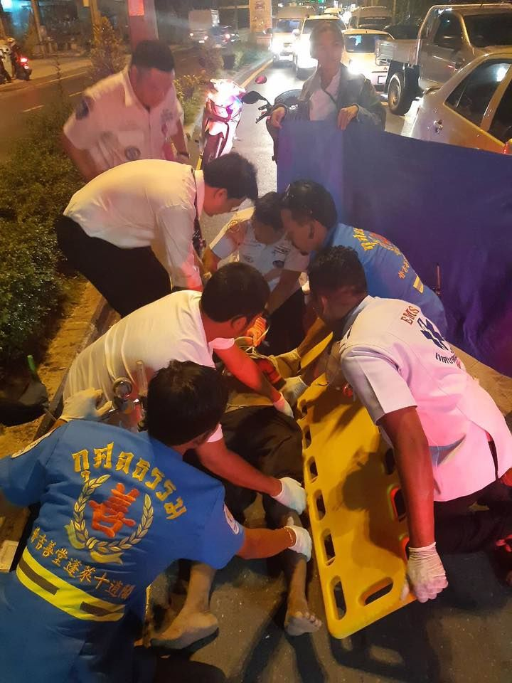 Pedestrian seriously injured after being hit by car in Kathu - VIDEO | News by The Thaiger