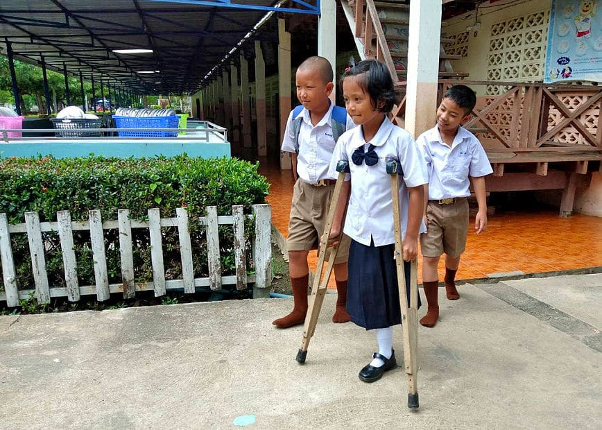 Nattaporn needs you help – nine year old Thai amputee wants a prosthetic leg