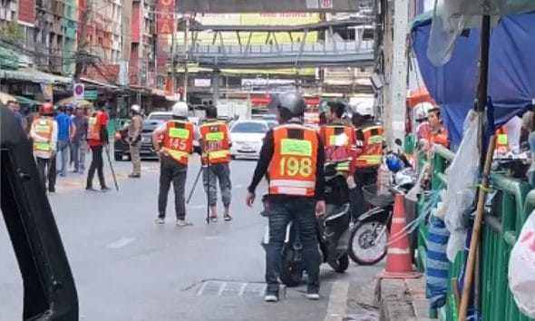 Bystander killed by stray bullet as taxi motorcycle gangs clash – VIDEO | The Thaiger