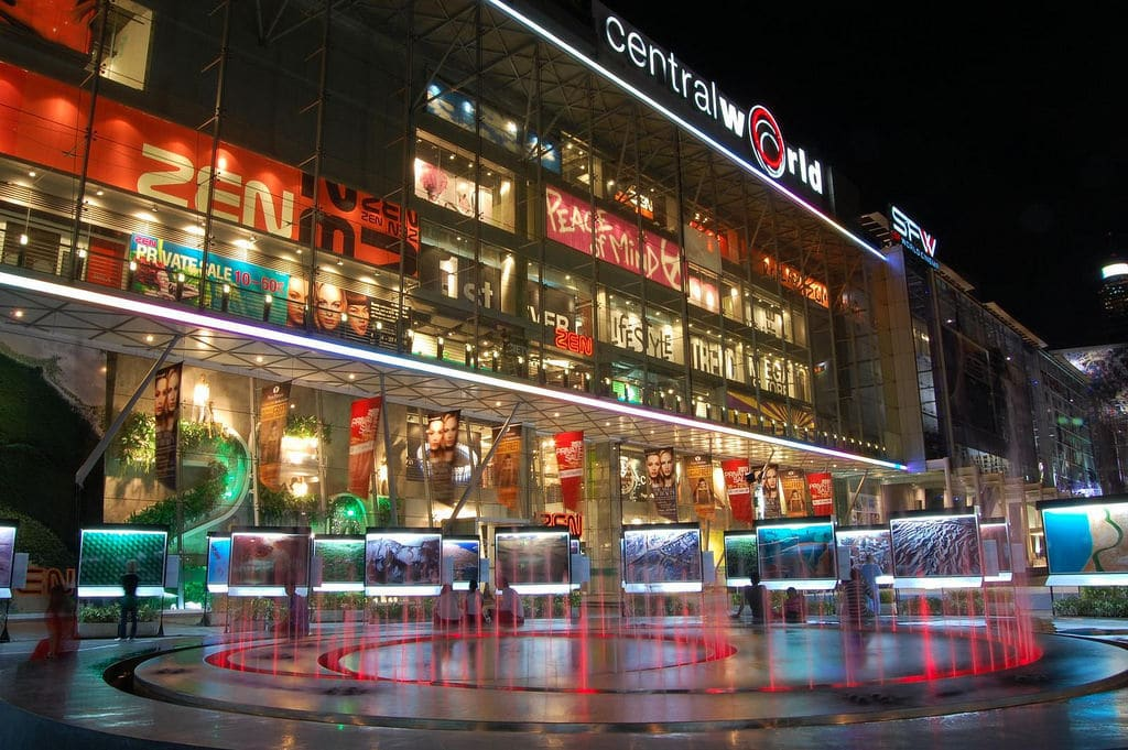 Man falls to his death inside CentralWorld, Bangkok | The Thaiger