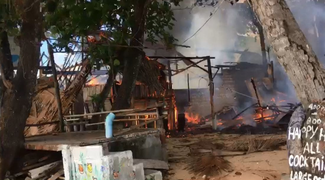Fire destroys restaurant on Koh Lanta, Krabi - VIDEO | News by The Thaiger