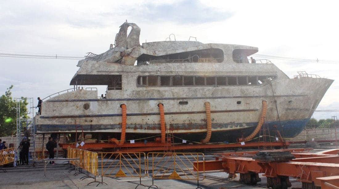 'Phoenix' fails to attract any bidders at auction. Sits rotting in Phuket boatyard. | News by Thaiger