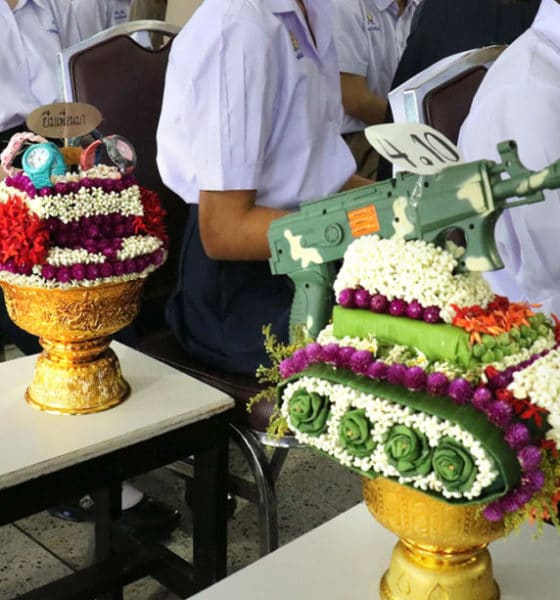 Some secondary students use Wai Khru to make 'controversial' floral tributes | The Thaiger