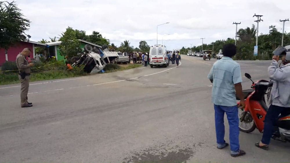 Six killed, three injured at intersection in Prachuap Khiri Khan | News by The Thaiger