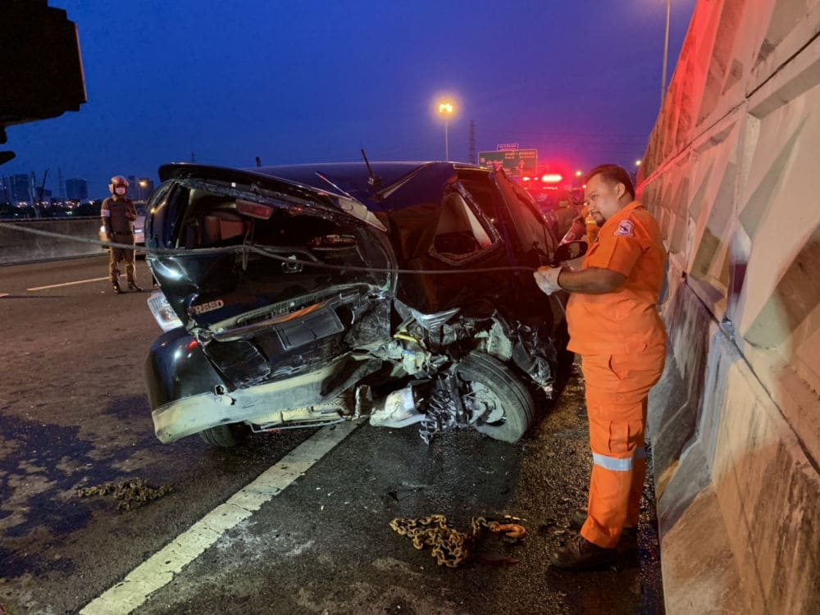 Bangkok driver killed waiting for help at roadside   The Thaiger