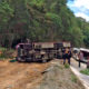 14 injured when Chinese tour bus flips at 'Curve of a Hundred Corpses' in Chiang Mai | The Thaiger